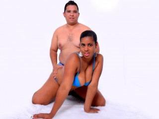 Join and watch Acouplelatinx live on webcam