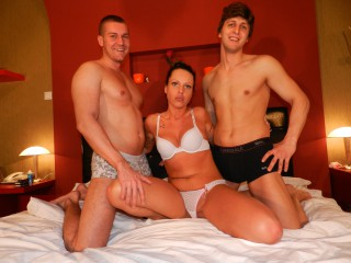Join and watch Doubledate live on webcam