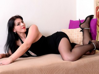 Join and watch Yuliahungary live on webcam